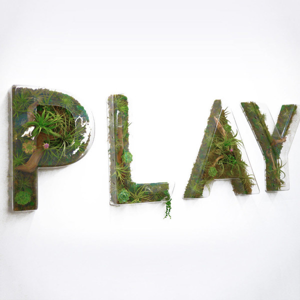 play-plant-art-wall-terrarium