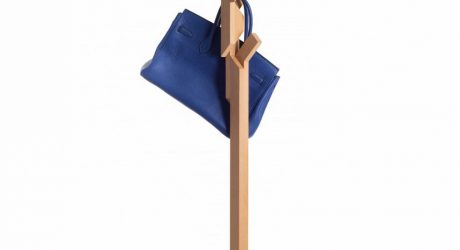 Rompecabezas: A Coat Stand Made of 26 Pieces of Wood