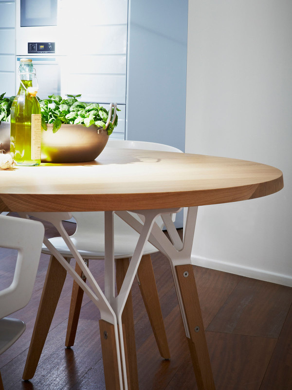 Stammtisch Round by Alfredo Häberli in main home furnishings  Category