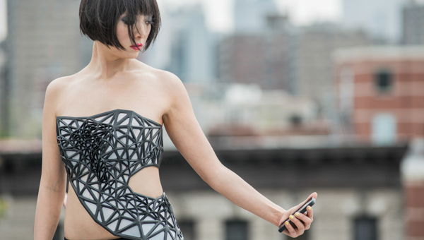 Personalized, Wearable Sculpture Reflects the Wearer's Data