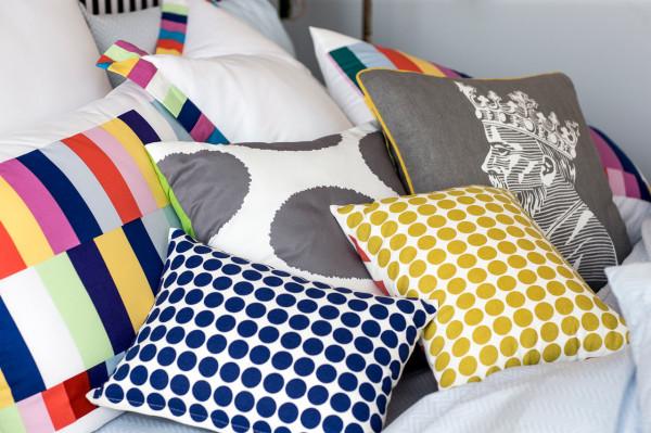 9-by-Novogratz-Walmart-12-pillows