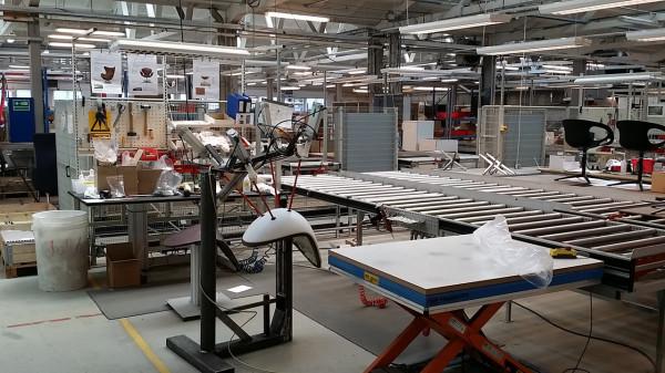 Decon-Drop-Chair-Arne-Jacobsen-1_FH_Drop-Assembly-Area