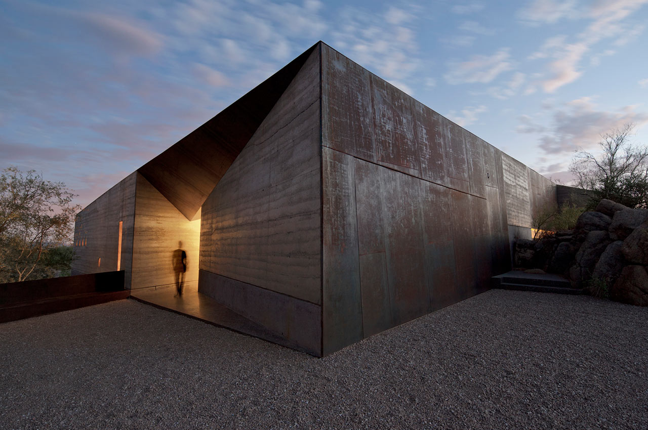 An Elegantly, Mind-Blowing Home in the Desert - Design Milk