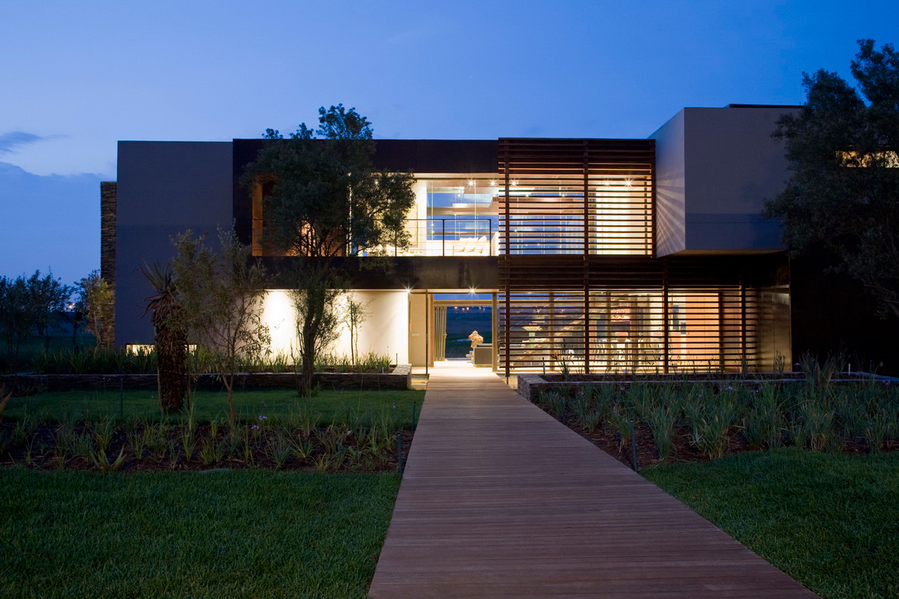 A South African Villa with Earthy Textures & Rich Finishes