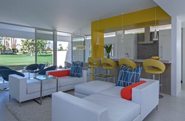 An updated mid century palm springs retreat design milk for Mid century modern furniture palm springs