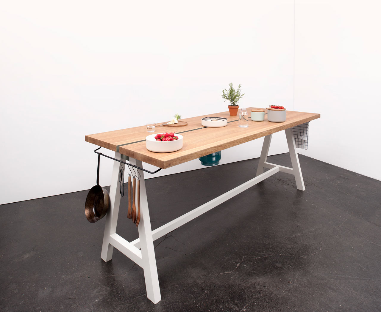 Moritz-Putzier-Cooking-Table-6