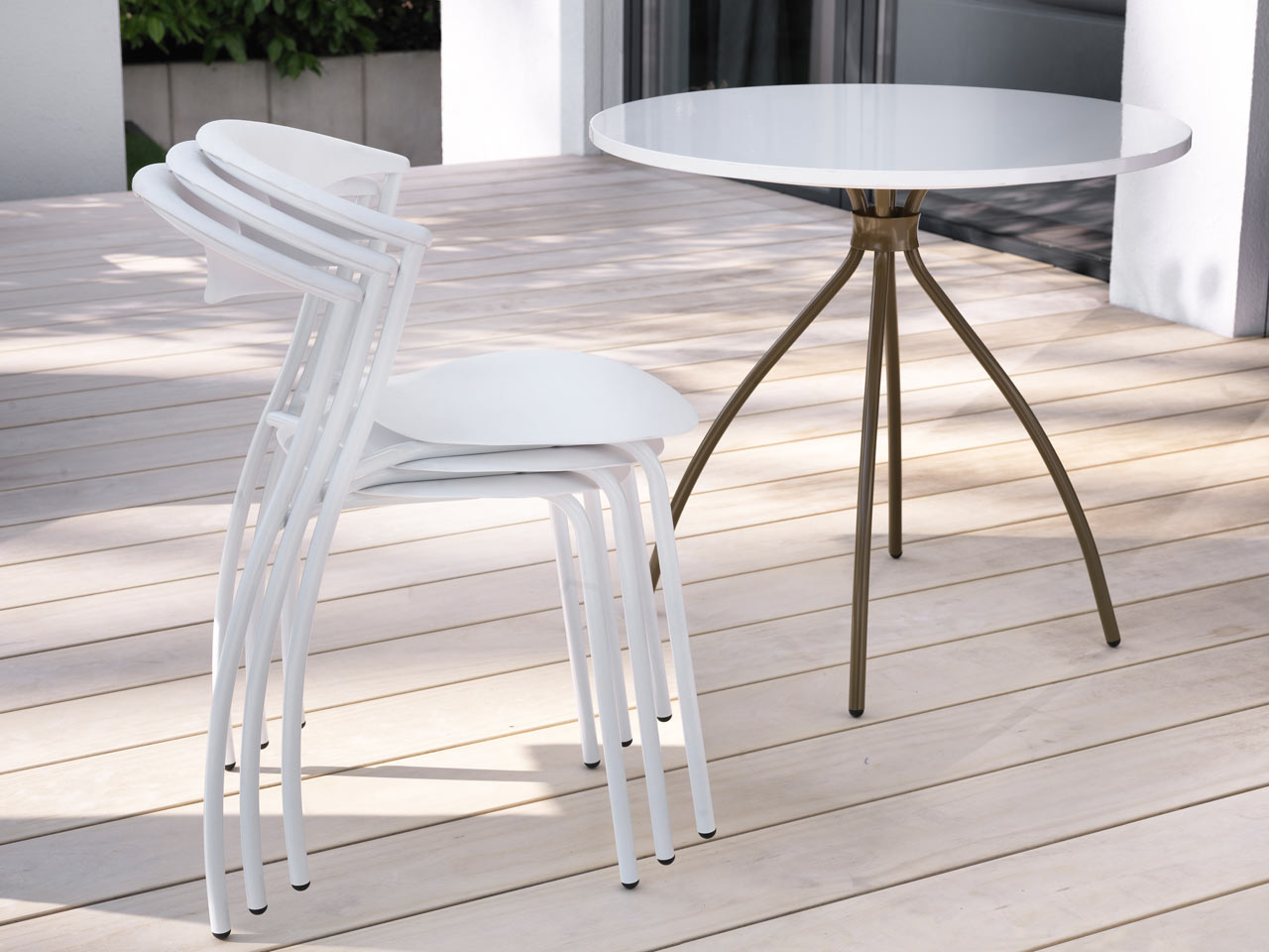 ames-outdoor-dreki-chair-table-6
