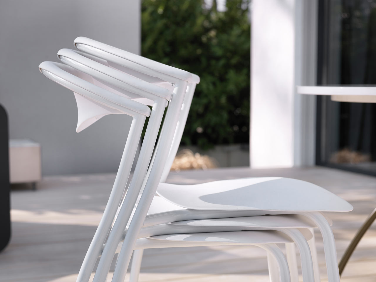 ames-outdoor-dreki-chair-table-7