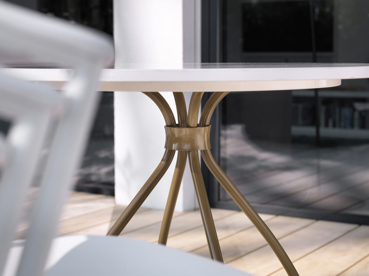 ames-outdoor-dreki-chair-table-8
