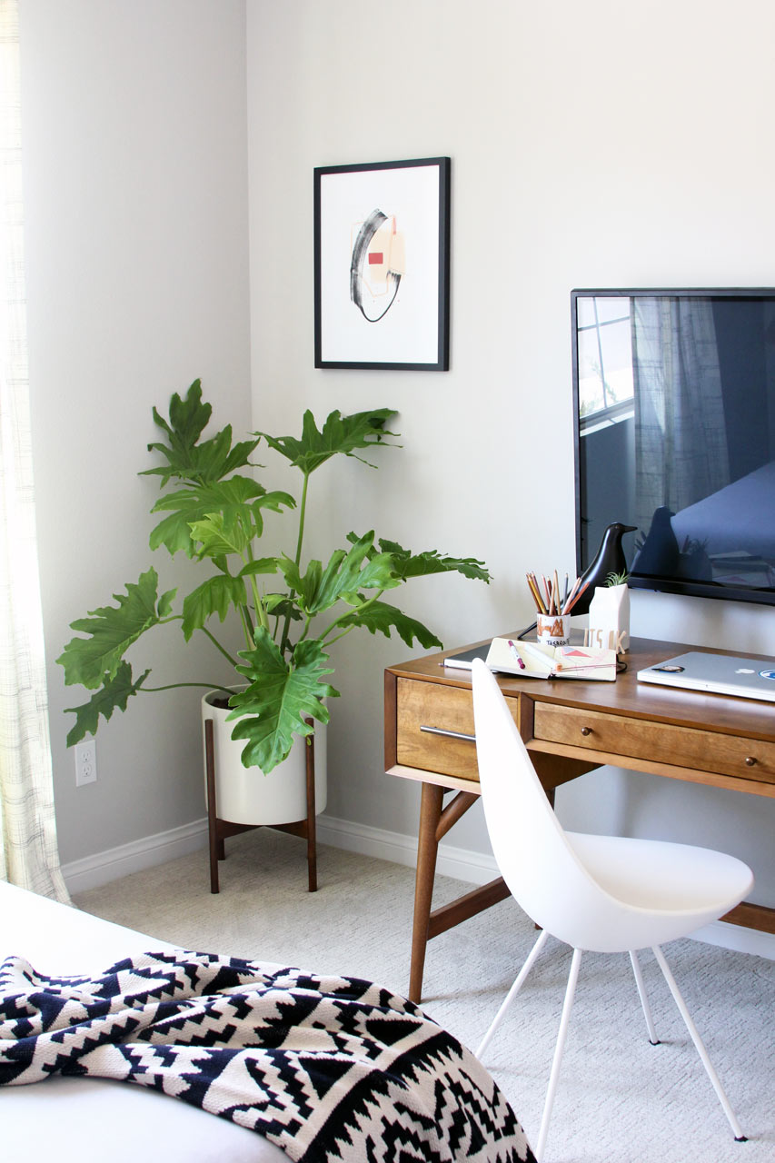 design-house-milk-guest-room-desk-planter