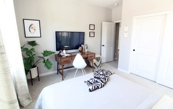 guest-bedroom-reveal-tv-wall
