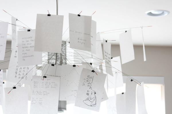 ingo-maurer-zettelz-5-chandelier-white-detail