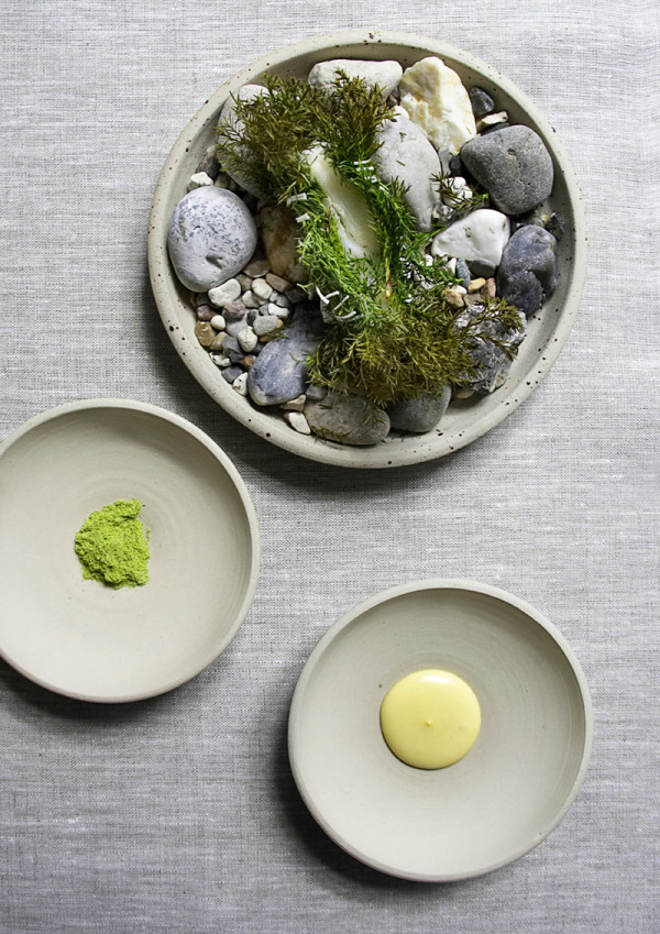 Turbot packed/baked in speck and soft juniper bush. Juniper and pine salt. An emulsion of turbot roe by chef Søren Selin