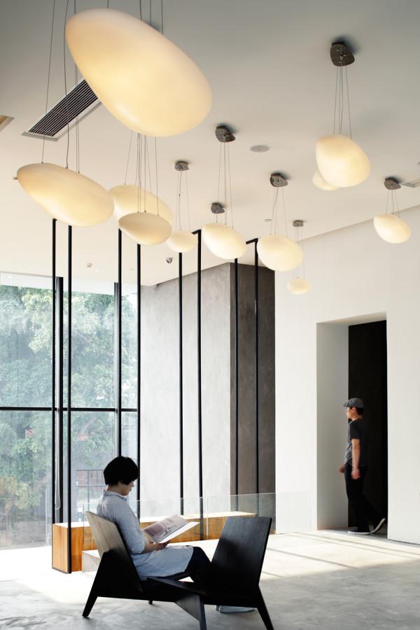 destin hotelwind_team bldg 2 lobby - Minimalist Hotel Design