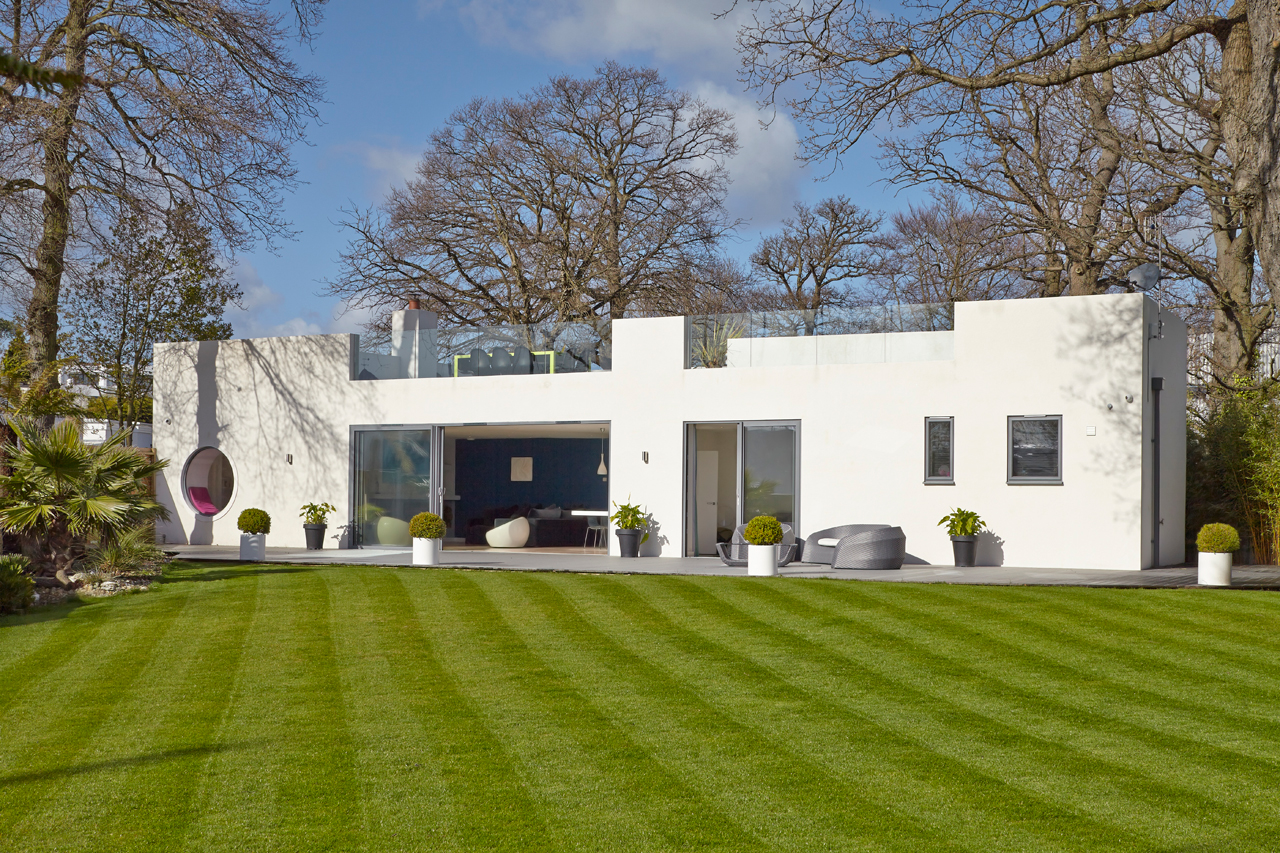 A renovated bauhaus style house in hamble le rice for House plans louisiana architects