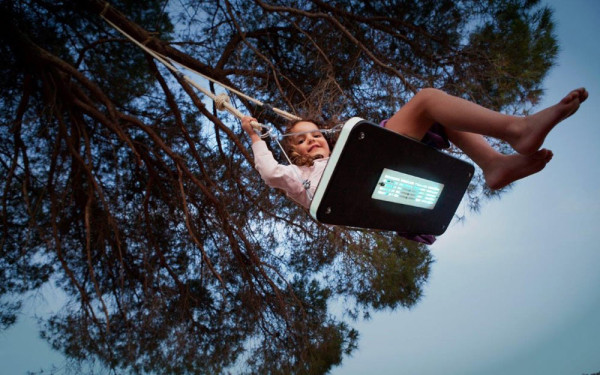 LED-Tree-Swing-German-Gonzalez-Garrido-6