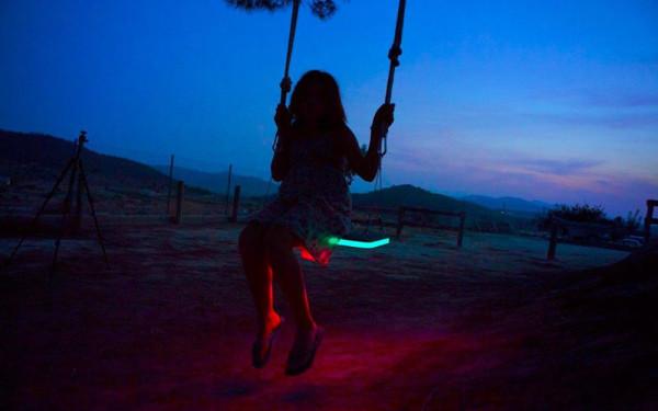 LED-Tree-Swing-German-Gonzalez-Garrido-8