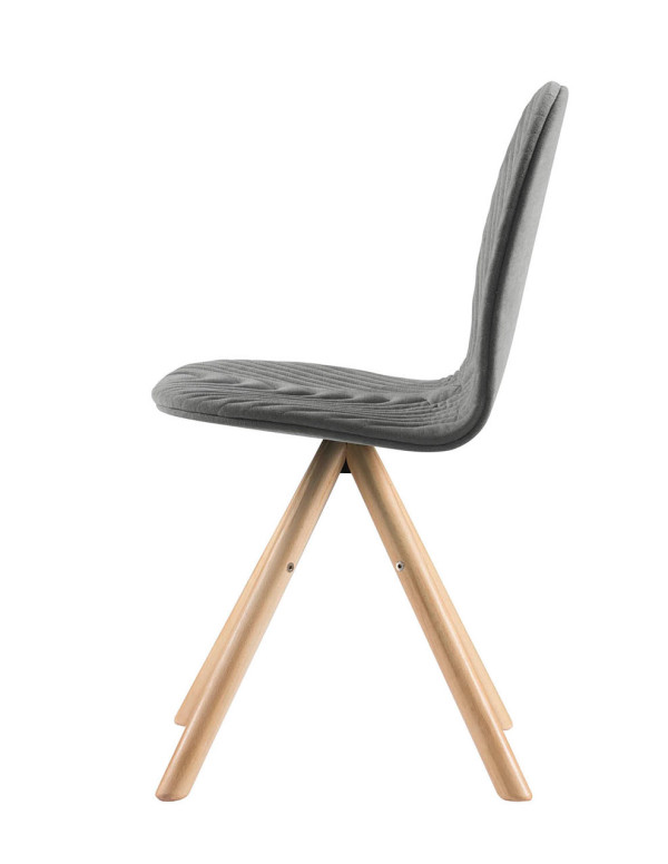 Mannequin-Chair-Iker-Wertel-Oberfell-1a