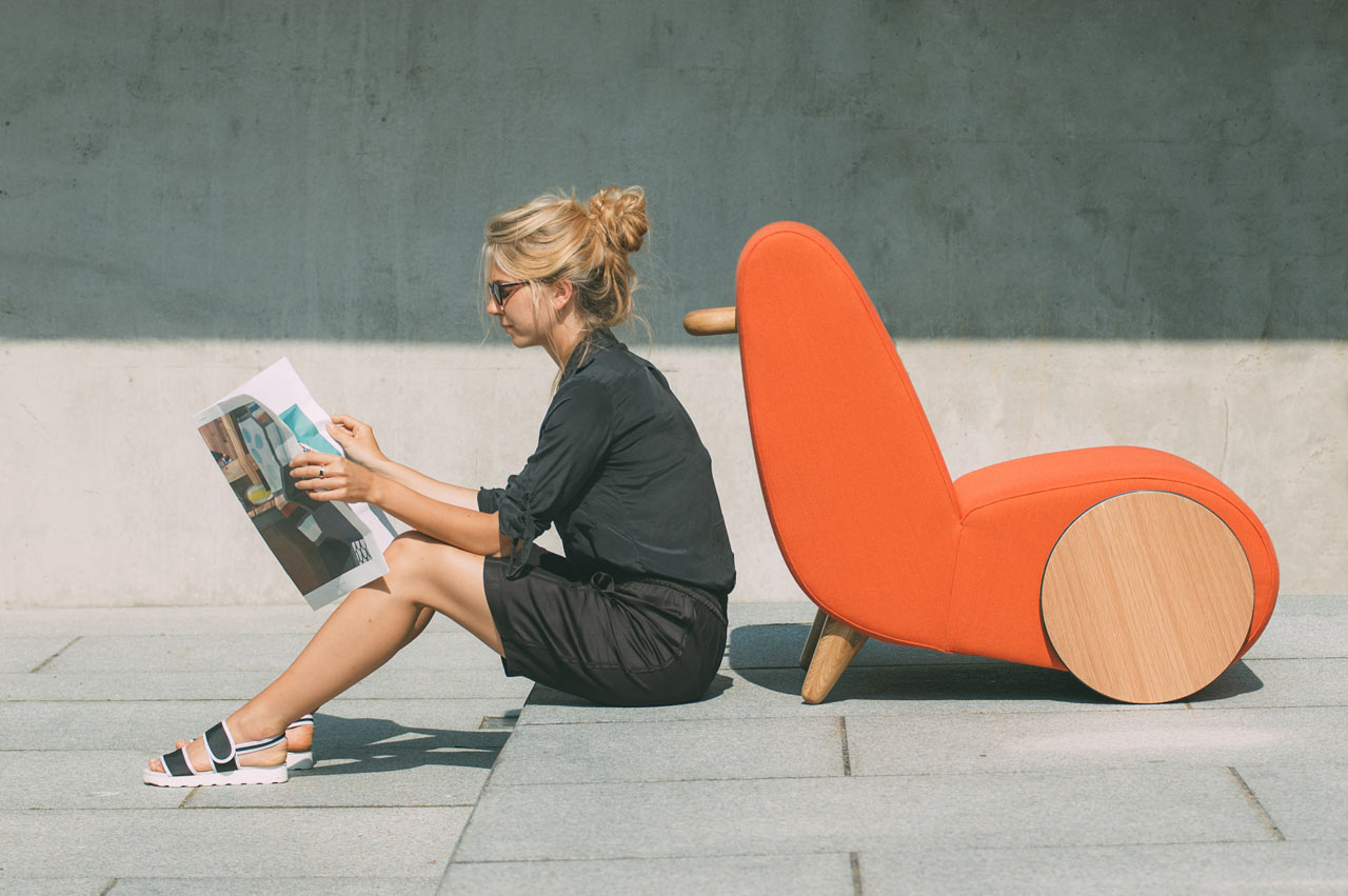 Rapide A Lounge Chair Inspired By A Wheelbarrow Design Milk