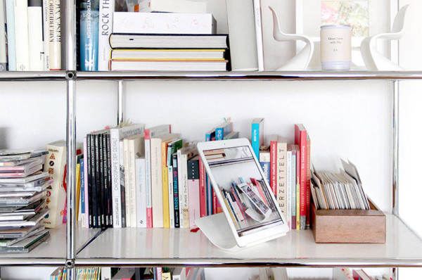 YOHANN_gal-shelf-800