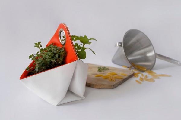 The-Garden-Apartment-Nomad-herb-planter-7