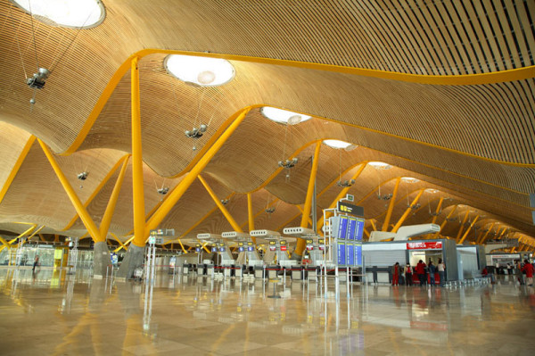 Photo of Bamboo ceiling cladding at Madrid Barajas airport courtesy of RSH+P
