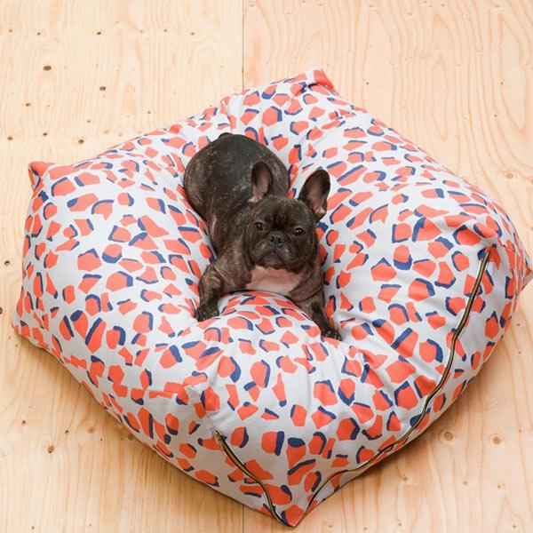 Gift-Guide-Dog-3-Urbanest-dog-bed