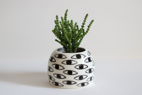 Gift-Guide-Handmade-11-Eye-Pot-ceramic-vase