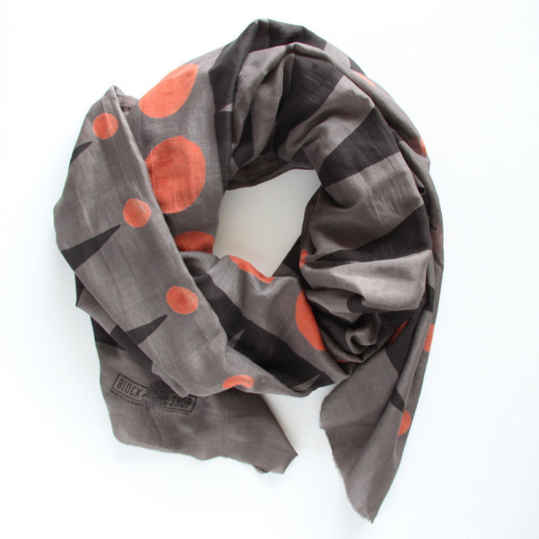 Gift-Guide-Her-7-Zipper-Charcoal-Scarf