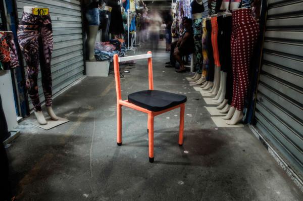 cadeira_laranja_ambientada