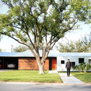 A Modern Renovation of a 1950′s House in Texas