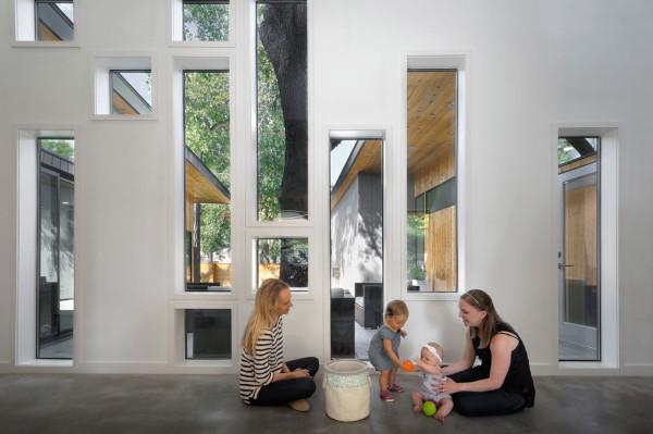 MF-Architecture-Tree-House-Residence-4-foyer