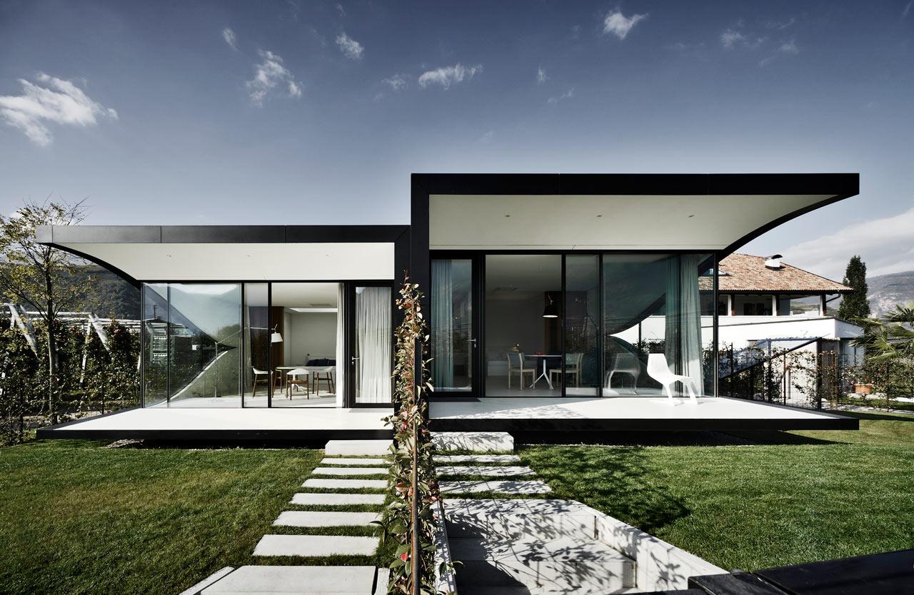 The mirror houses a pair of holiday homes in bolzano for Casa design bolzano