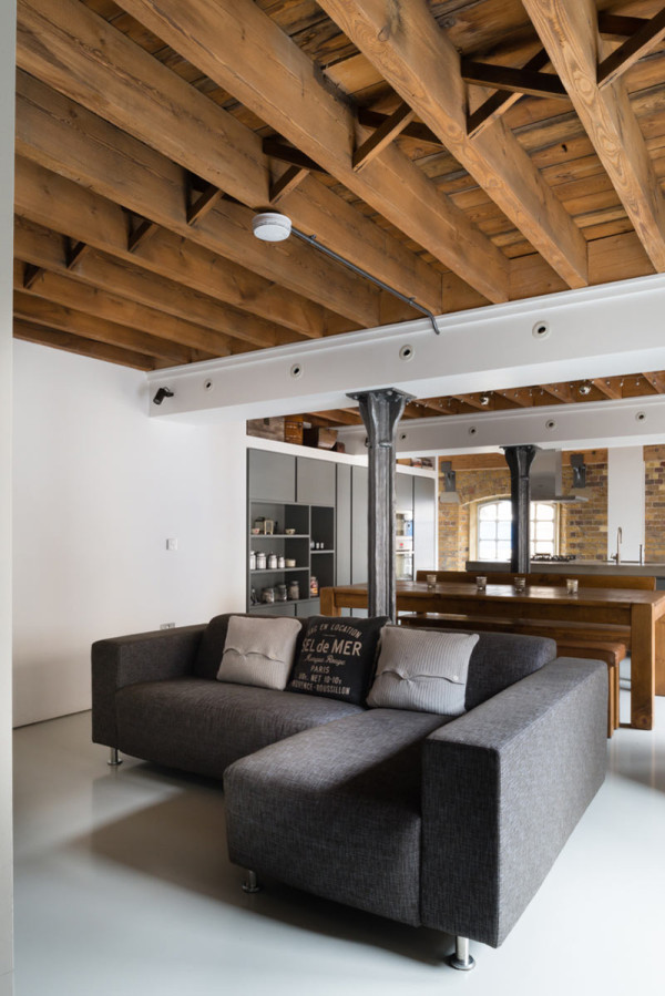 Old Warehouse Apartment Becomes Flexible Loft - Design Milk