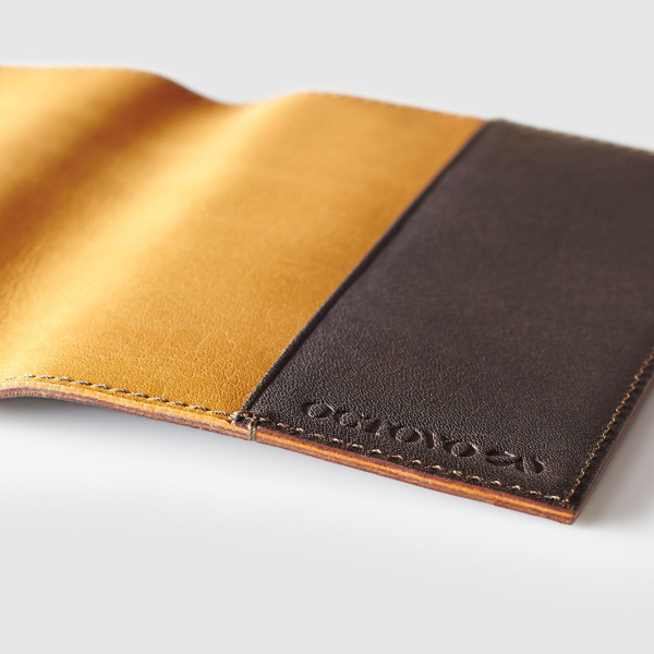 passport-wallet-octovo-leather-detail