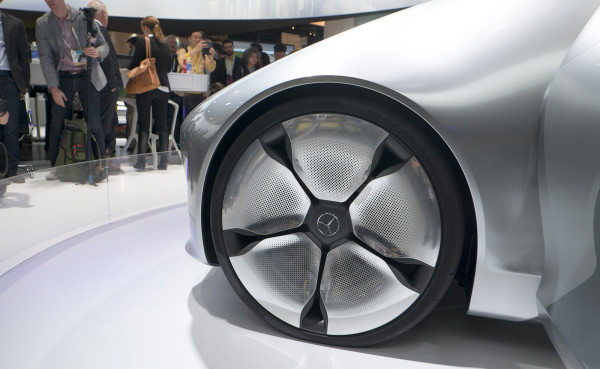 """Giant 26"""" wheels are matched with a slim section width of 225mm in the rear and 195mm tires up front optimized for electric driving efficiency."""