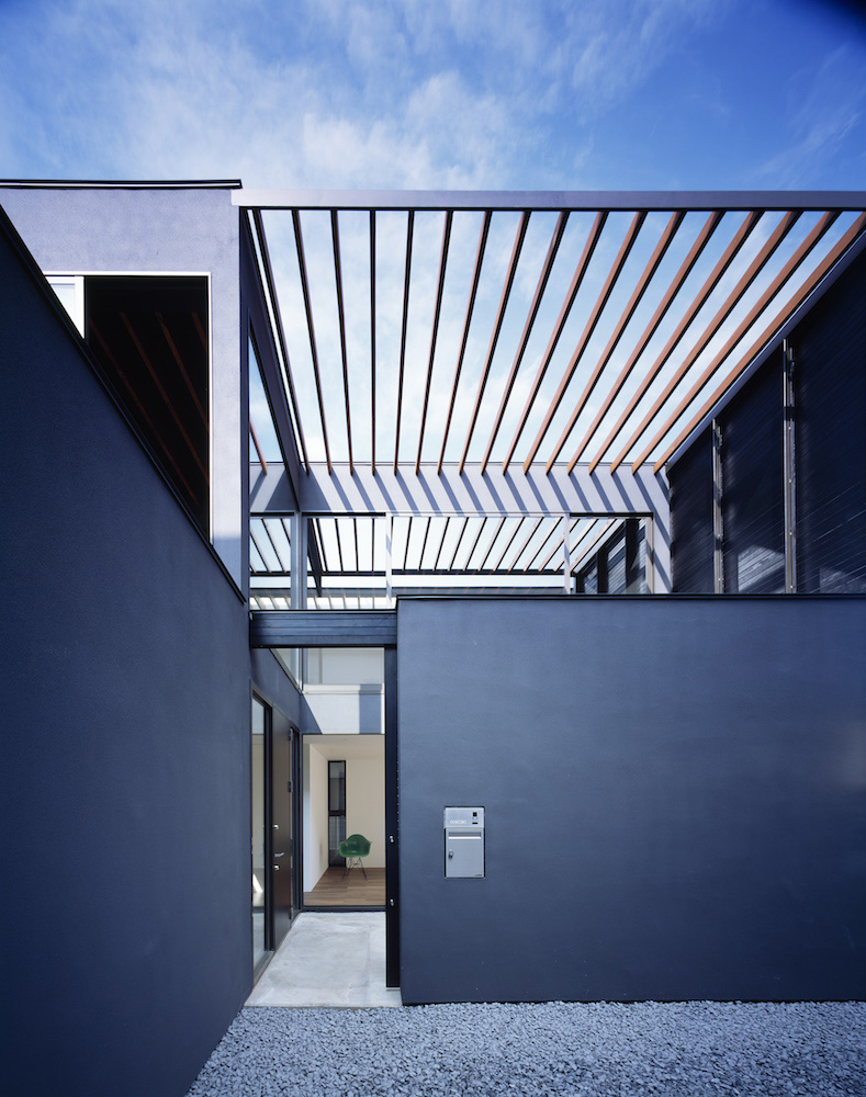 Pergola by Apollo Architects & Associates