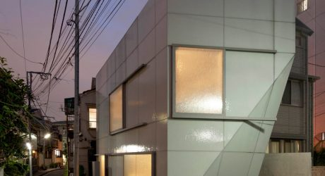A Tokyo House Wrapped in Textured Glass