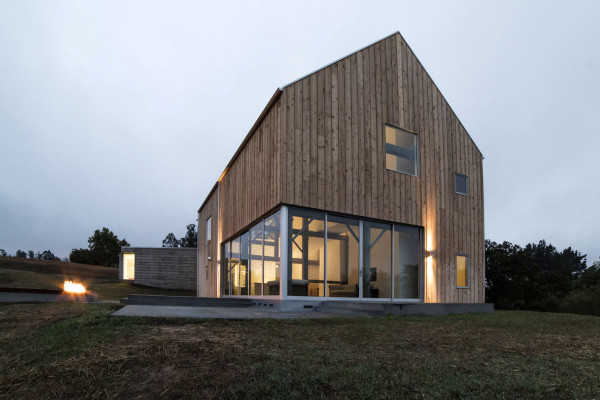 10 modern houses inspired by barns design milk for Wood barn homes
