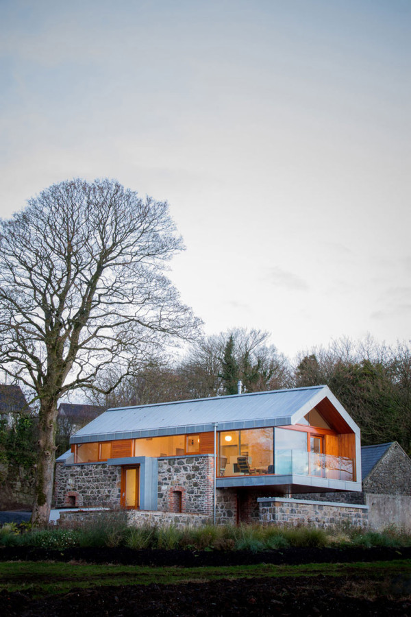 10 Modern Houses With Rock Climbing Walls: 10 Modern Houses Inspired By Barns