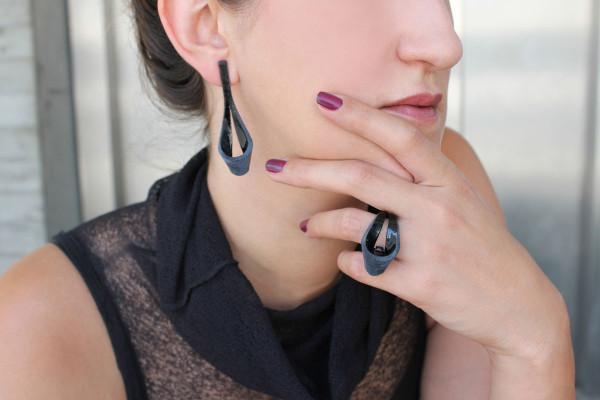 Black Drop earring & ring