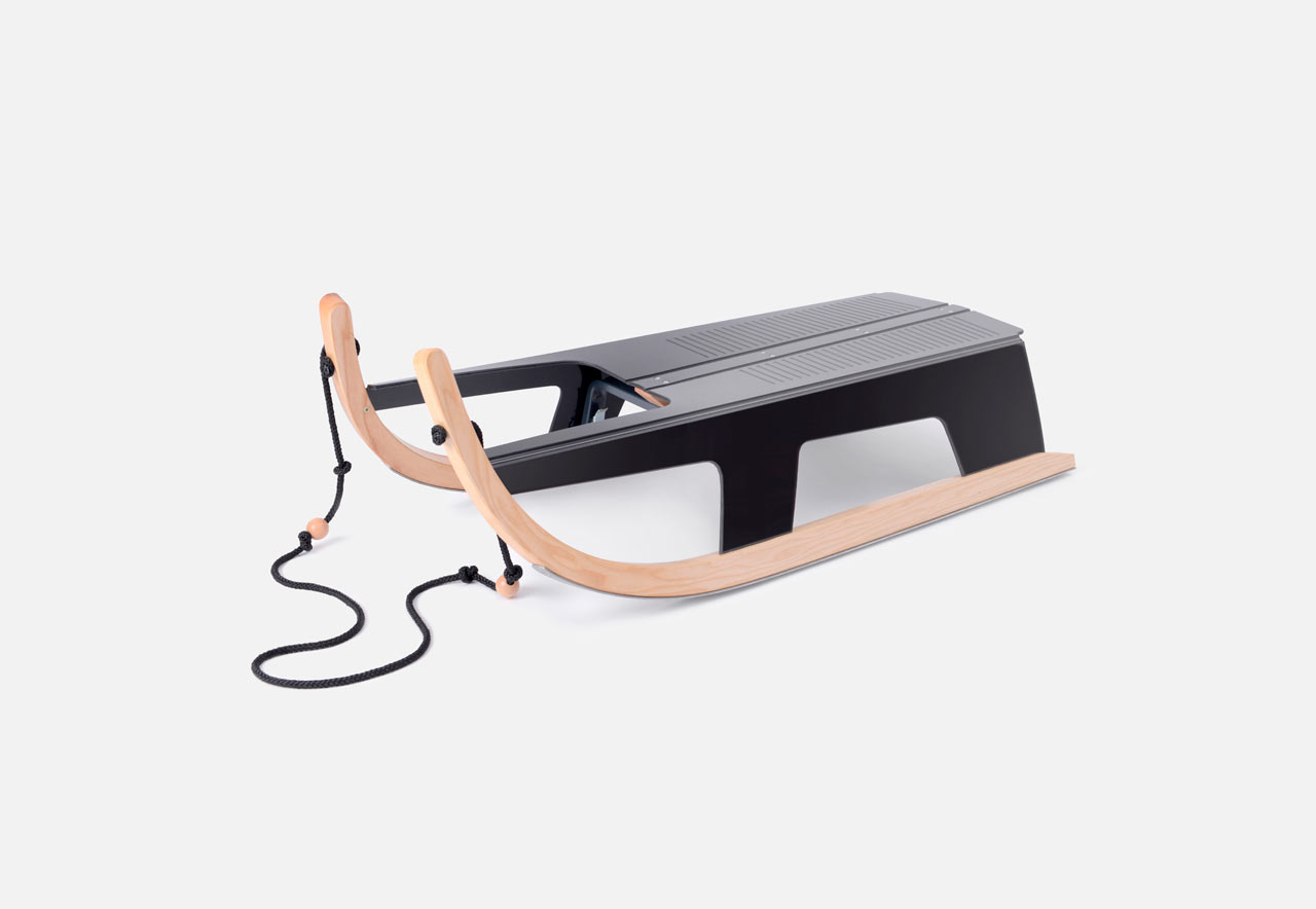 A Sled That Folds Flat for Easy Carrying and Storage