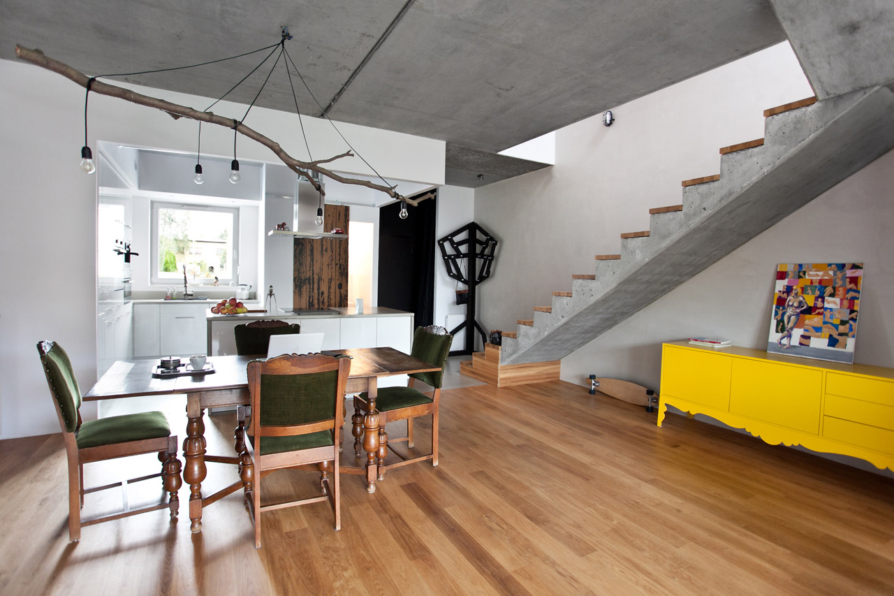 mode:lina Warms Up This Concrete Home with Natural Elements