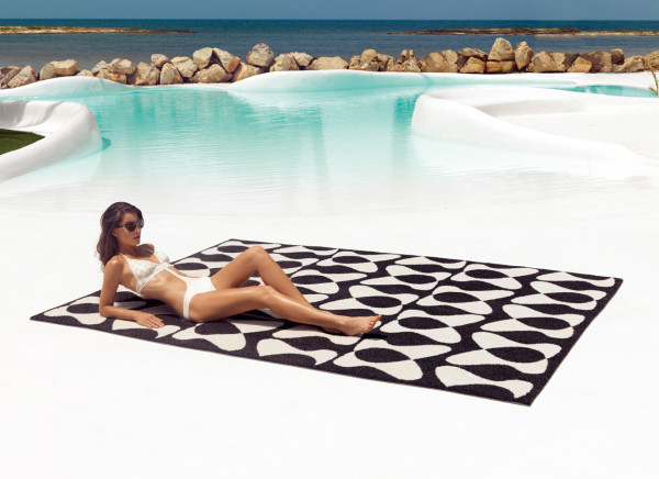 Vondom-Outdoor-Rug-2-You-Me_by_KarimRashid
