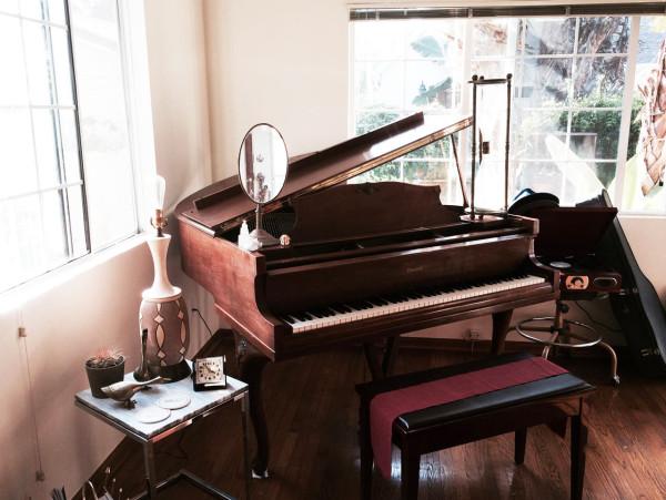 F5-Sormeh-Azad-1-piano