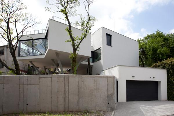 HOUSE-BETWEEN-THE-TREES-Sebo-Lichy-7