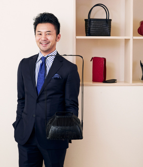 Tatsuyuki Kosuga extended the scope and reach of Kohchosai Kosuga products by partnering with Italian leather craftsman and Danish designers to complement their range of traditional woven floral baskets.