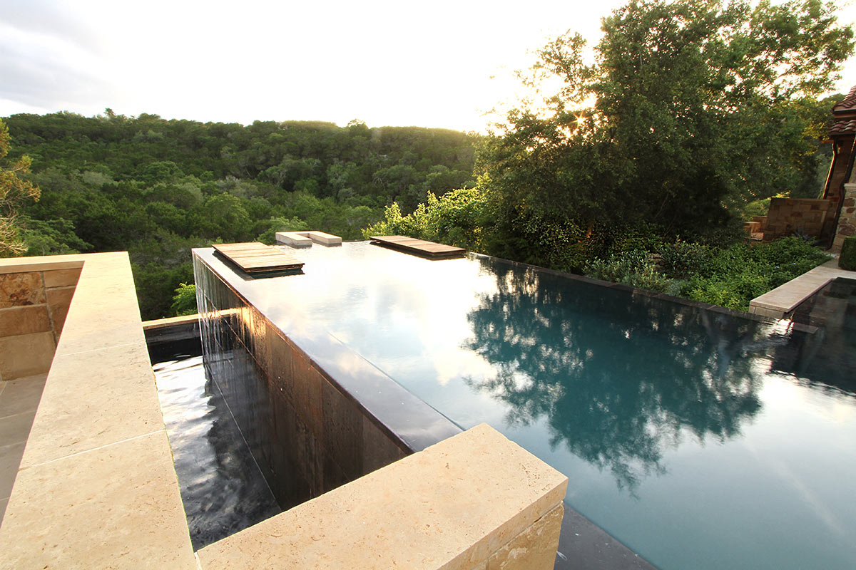 Modern garden design with pool - Modern Pools That Make A Splash