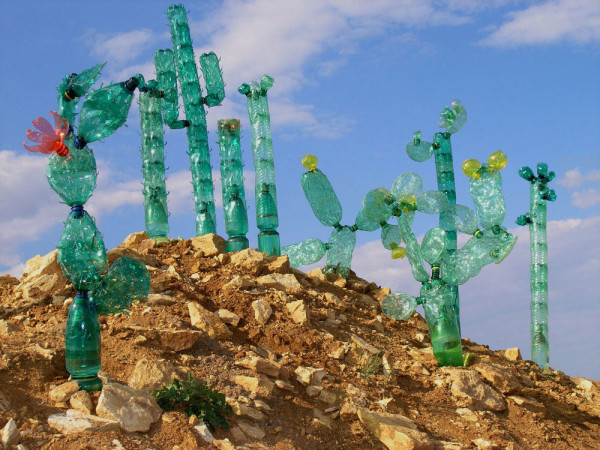 Veronika-Richterova-PET-Bottle-Sculptures-2b