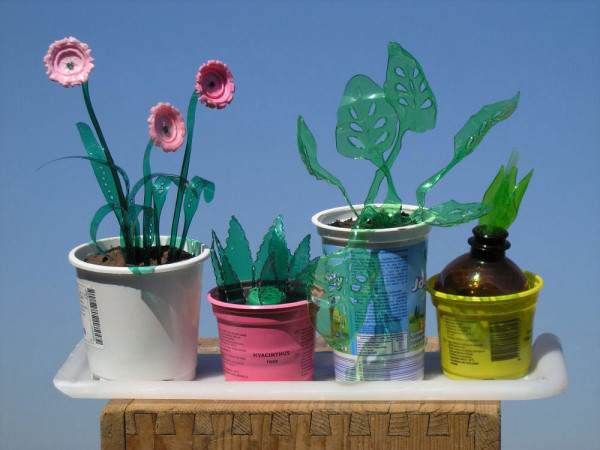 Veronika-Richterova-PET-Bottle-Sculptures-3a-greenhouse